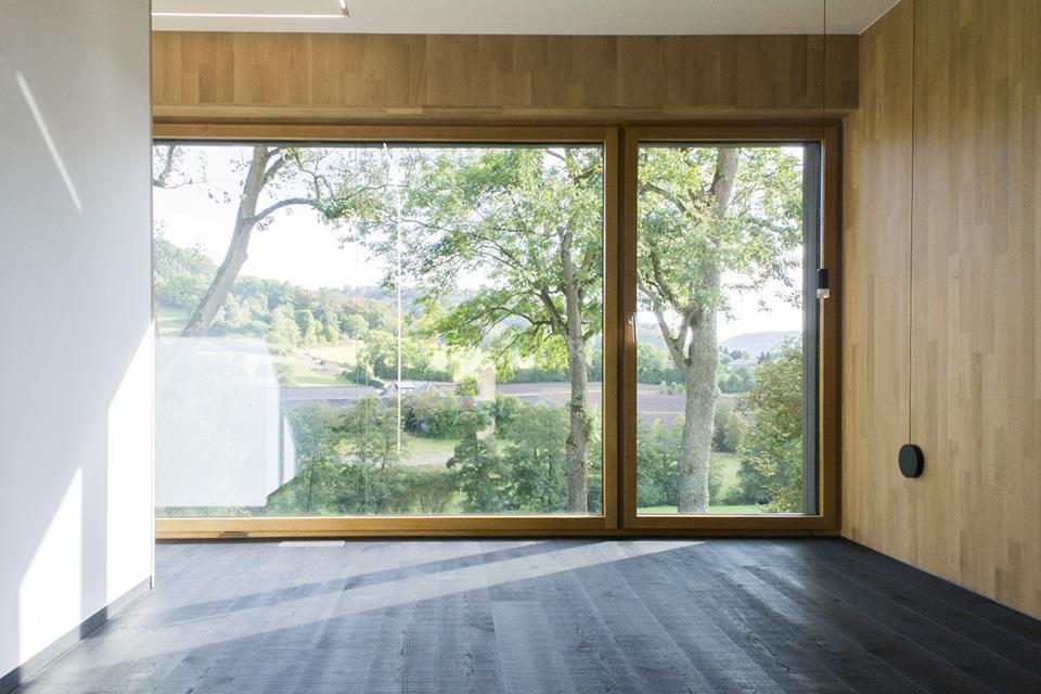 Maison passive hybride construite en béton et en bois massif à Mersch, Luxembourg